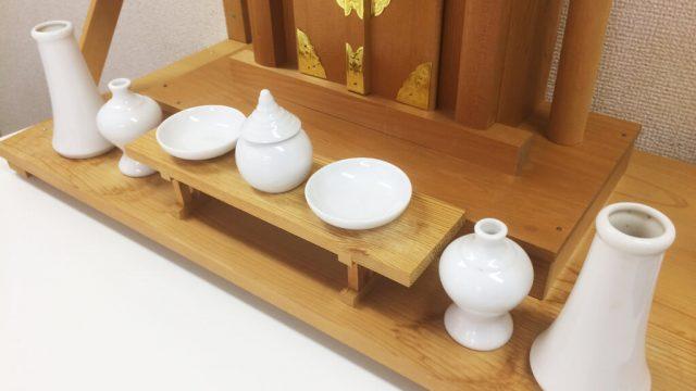 神棚の飾り方(お供え・しめ縄・お札・榊・方角について)