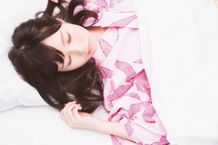 美容ポイント1.寝るときはあお向けで!