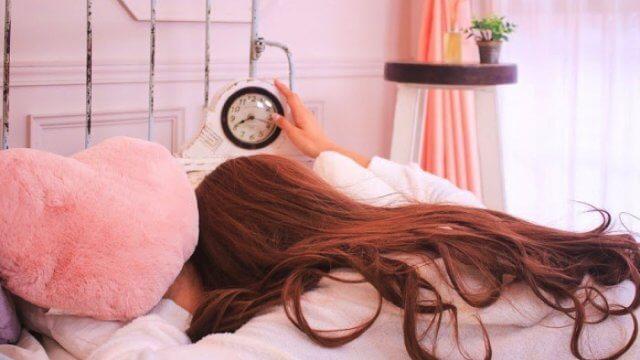 生理中に眠くなる?熟睡できない原因とその対策