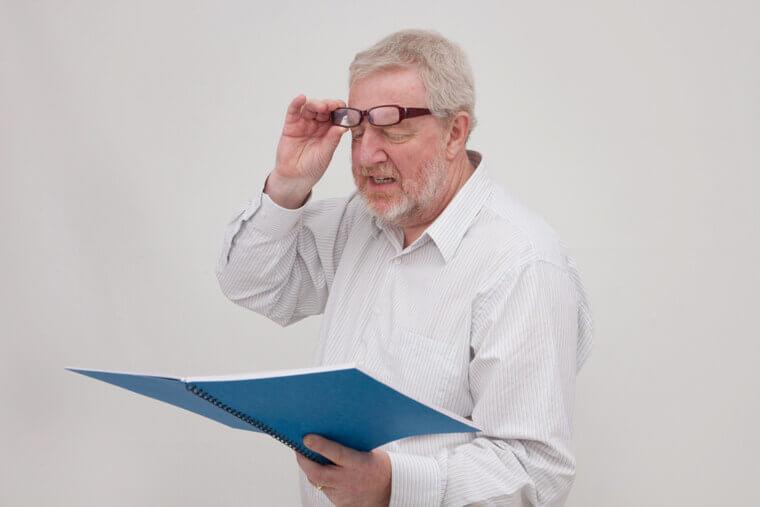 老眼鏡の選び方!老眼鏡とハズキルーペ・拡大鏡の違いなど